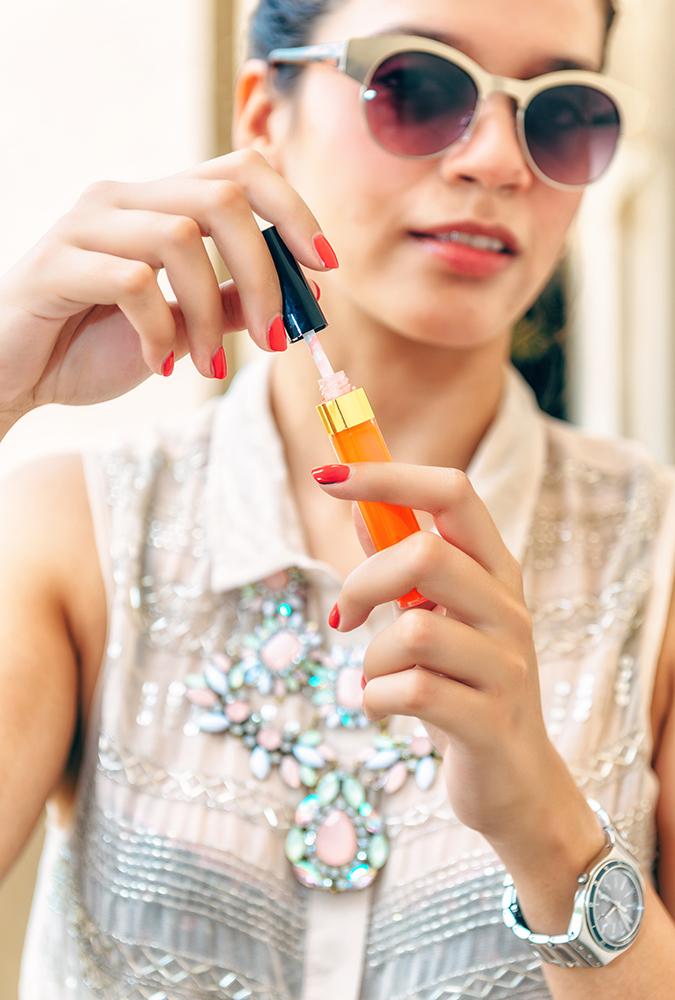 Reflets D'Été de Chanel | www.akanksharedhu.com | holding lip gloss