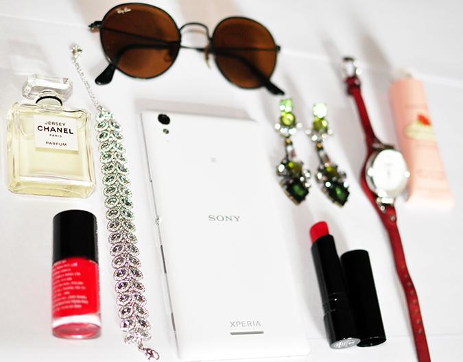 Sony Xperia T3 & a Friday Lunch | www.akanksharedhu.com | product shoot