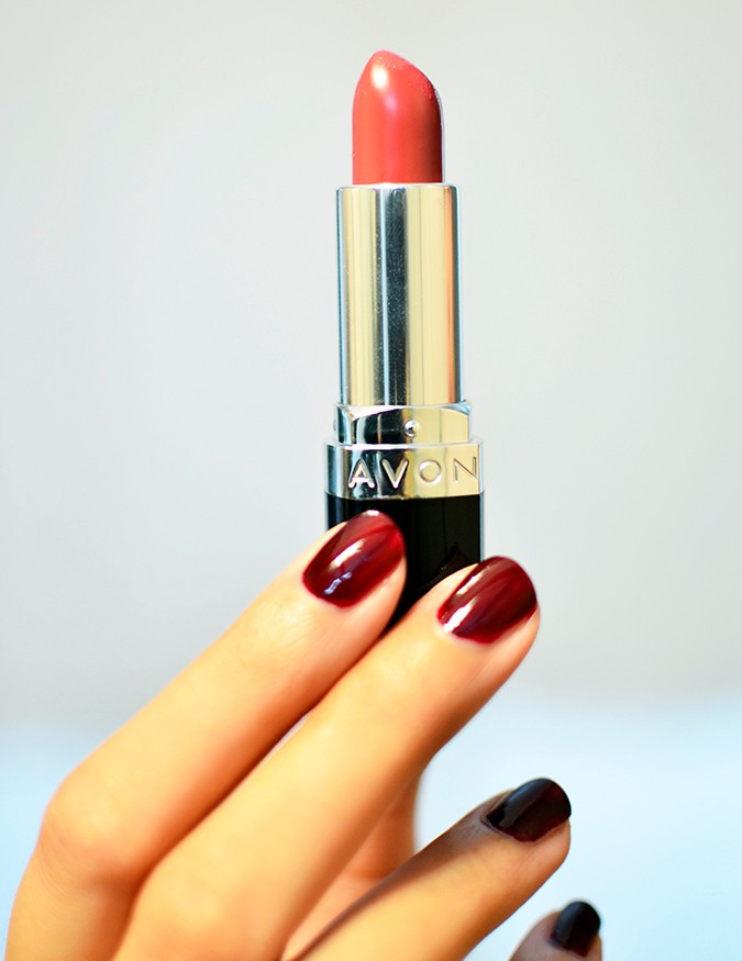 Avon India | www.akanksharedhu.com | single lipstick in hand no face