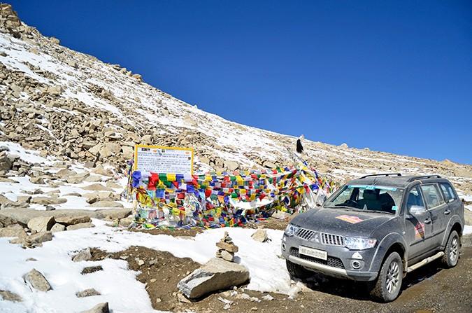 Raid de Himalaya | www.akanksharedhu.com | having bkfast at wari la top