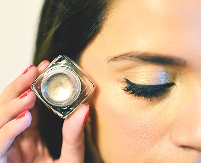 Perfect Skin Makeup Lesson | Bobbi Brown | www.akanksharedhu.com | eye shadow pot