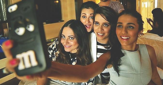 Stardust | Vogue Eyewear | Akanksha Redhu | blogger selfie