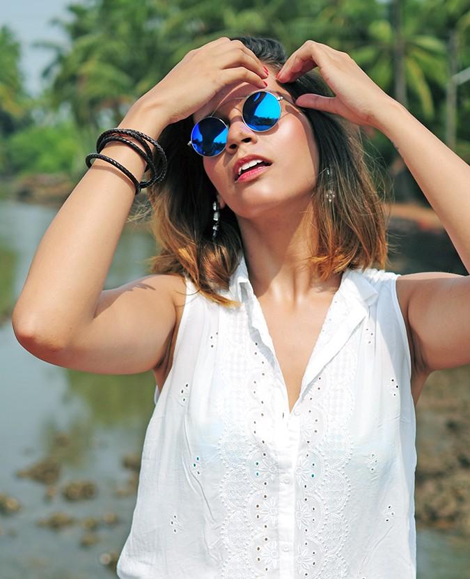 Blanc Frais | Goa | Akanksha Redhu | half front arms up