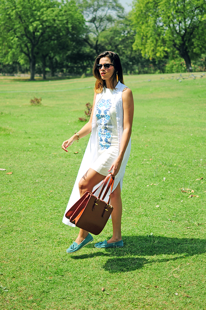 #SundayLiving | AND | Akanksha Redhu | full front walking