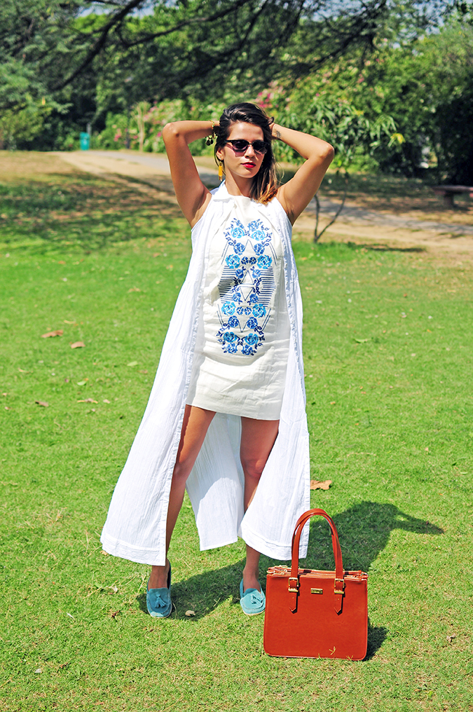 #SundayLiving | AND | Akanksha Redhu | full front bag down arms up
