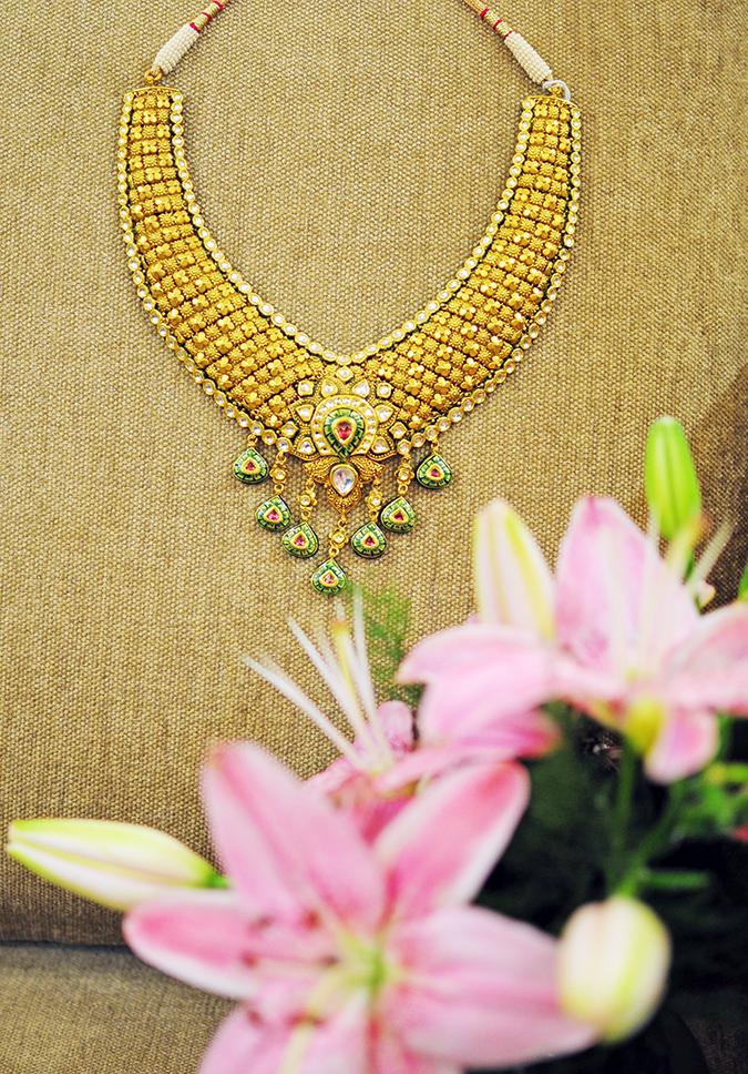 Tanishq Wedding Jewellery | Marwari Wedding | Akanksha Redhu | necklace with flowers