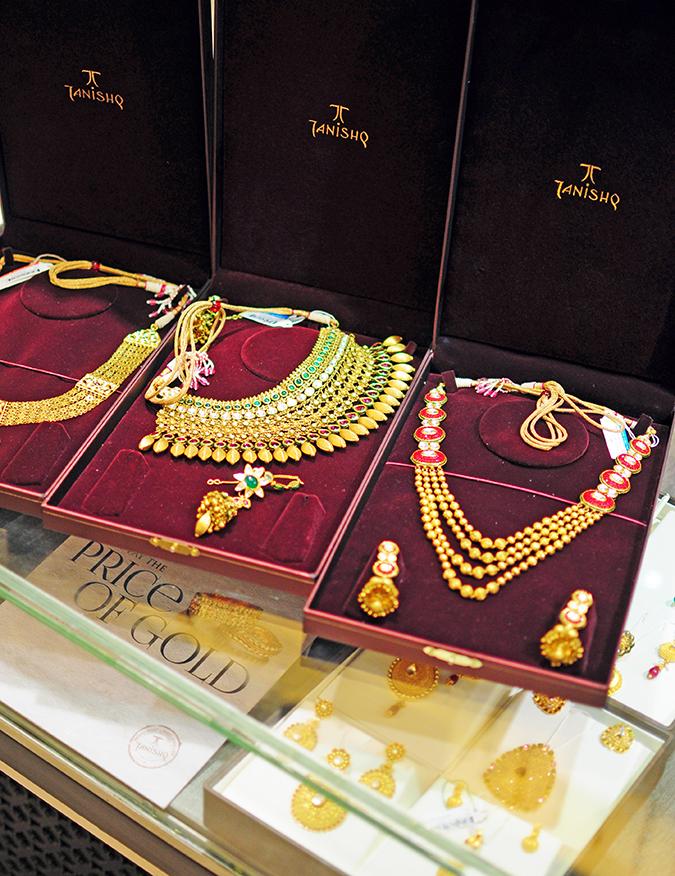 Tanishq Wedding Jewellery | Marwari Wedding | Akanksha Redhu | necklace in case three