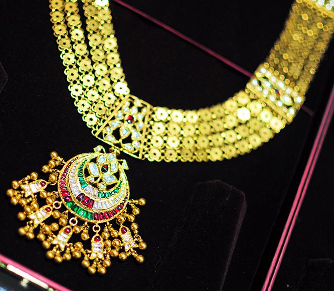 Tanishq Wedding Jewellery | Marwari Wedding | Akanksha Redhu | necklace in case close up