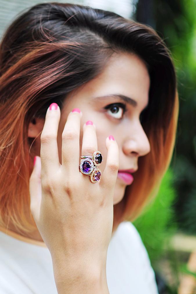 The Palette | Tanishq | Akanksha Redhu | fingers on cheek face