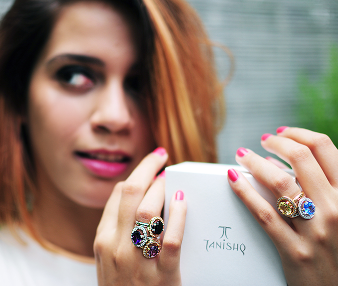 The Palette | Tanishq | Akanksha Redhu | holding box