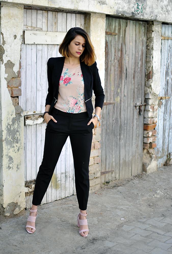 Formal Florals | Vero Moda | Akanksha Redhu | fullfront hands in pocket legs apart