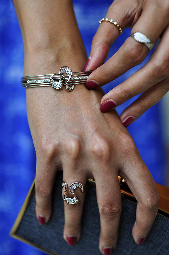 Melorra Jewelry | Akanksha Redhu | holding bangle closeup