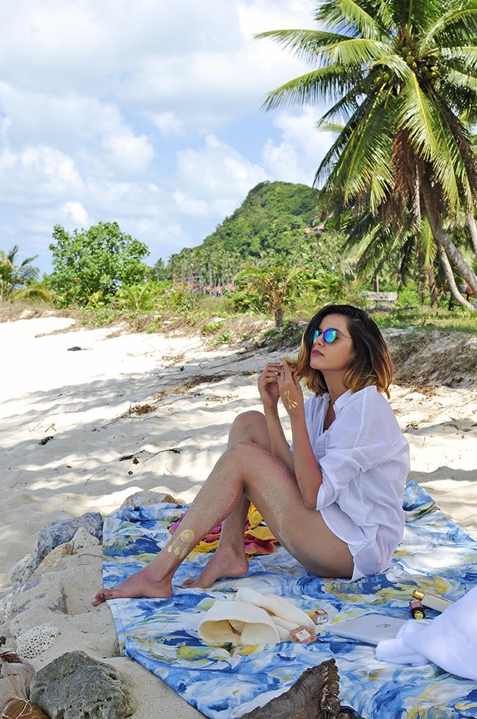 Koh Samui | Akanksha Redhu | sitting looking at sea