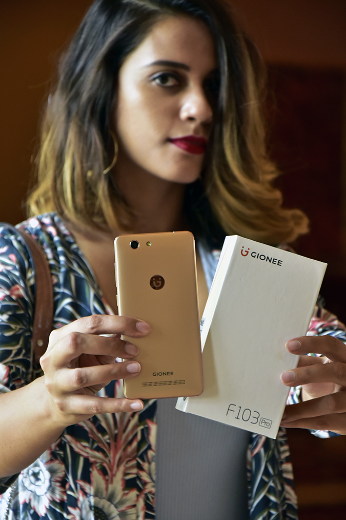 Gionee F103 Pro | Akanksha Redhu | holding both phone and carton