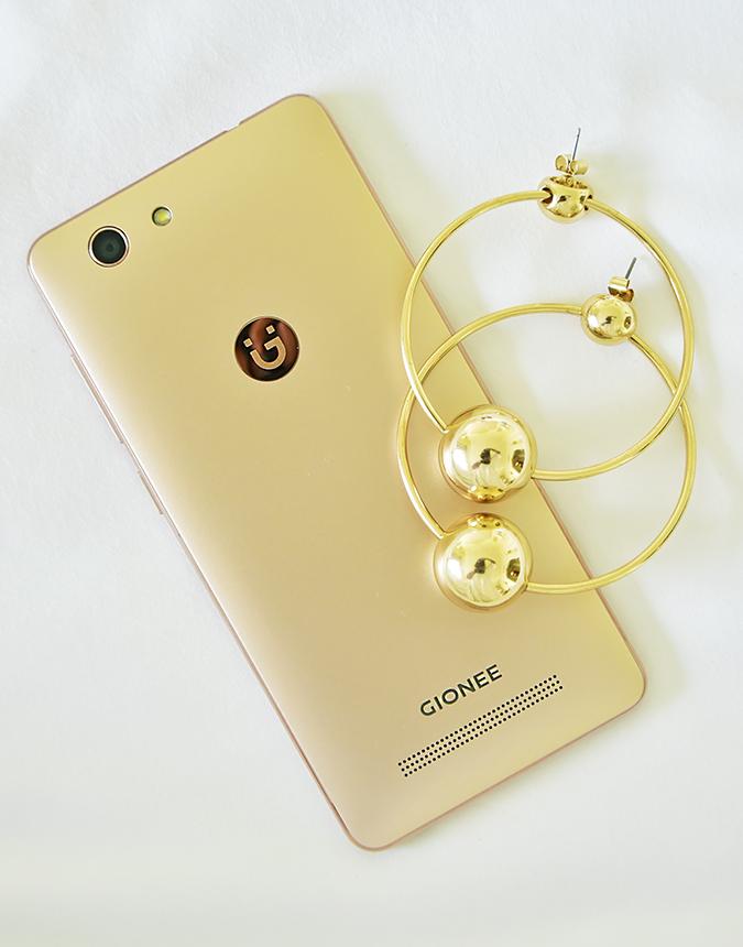 Gionee F103 Pro | Akanksha Redhu | phone hoops flatlay