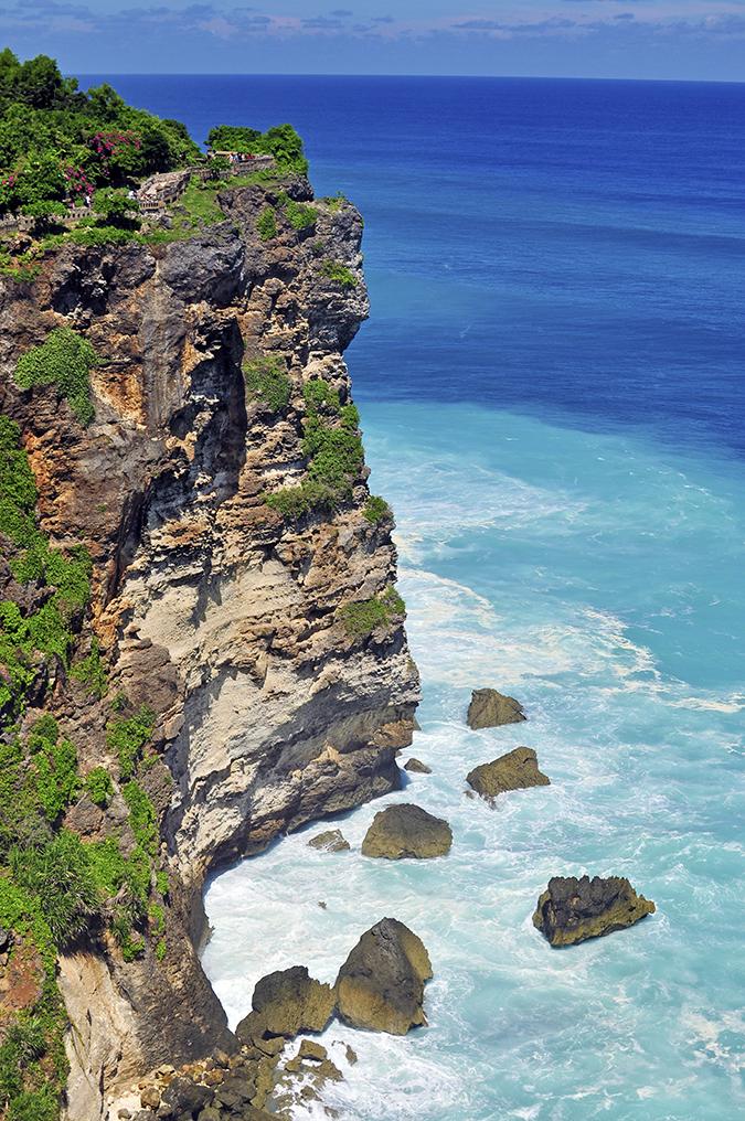 Uluwatu Temple | Bali | Akanksha Redhu | cliff with horizon long