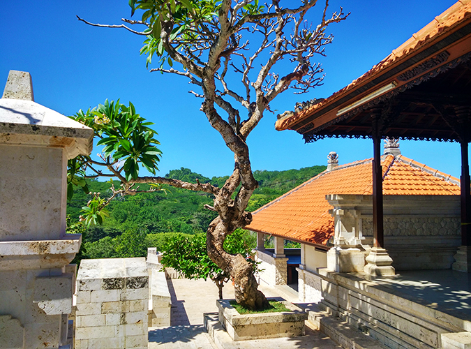 Uluwatu Temple | Bali | Akanksha Redhu | temple area wide phone