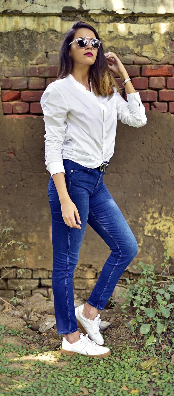 Calvin Klein   Akanksha Redhu   full side knee bent arm up