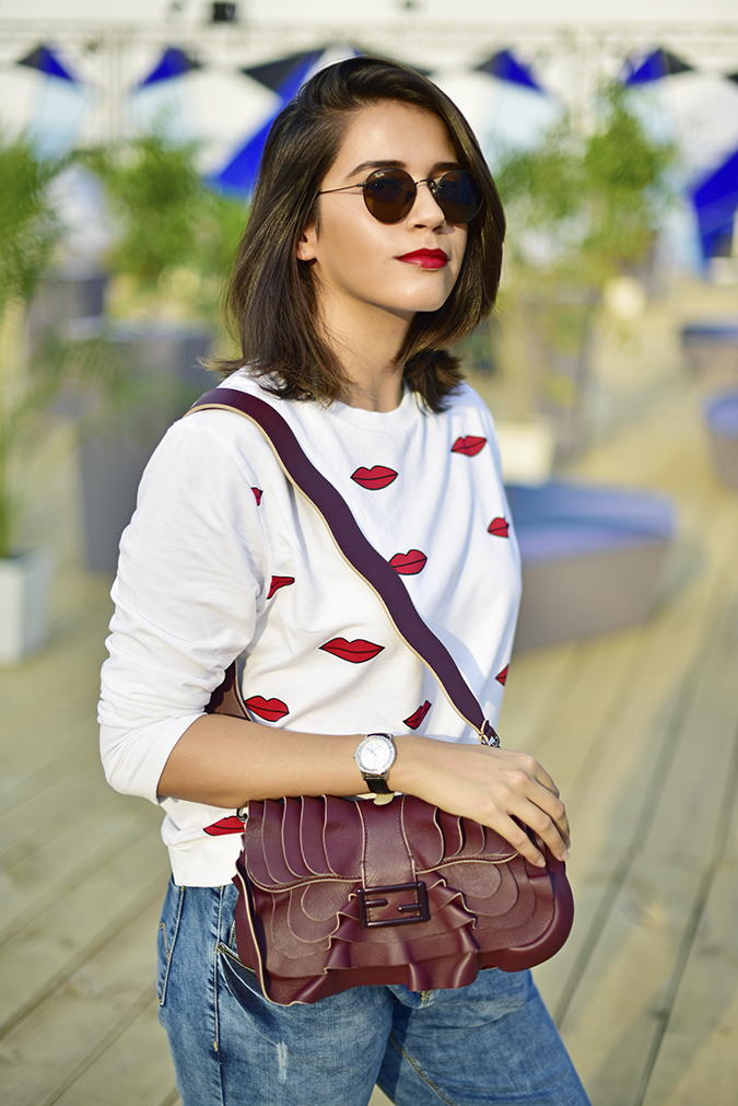 #AIFWSS17 | Akanksha Redhu | half front pulling bag in front