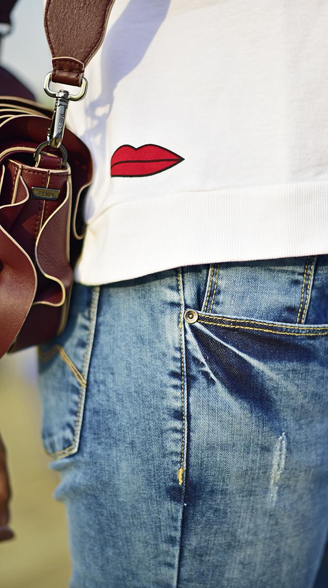 #AIFWSS17 | Akanksha Redhu | print jeans fendi side