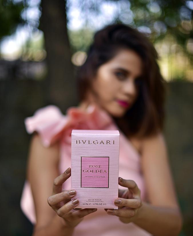 Bvlgari Rose Goldea | Akanksha Redhu | holding carton front focus