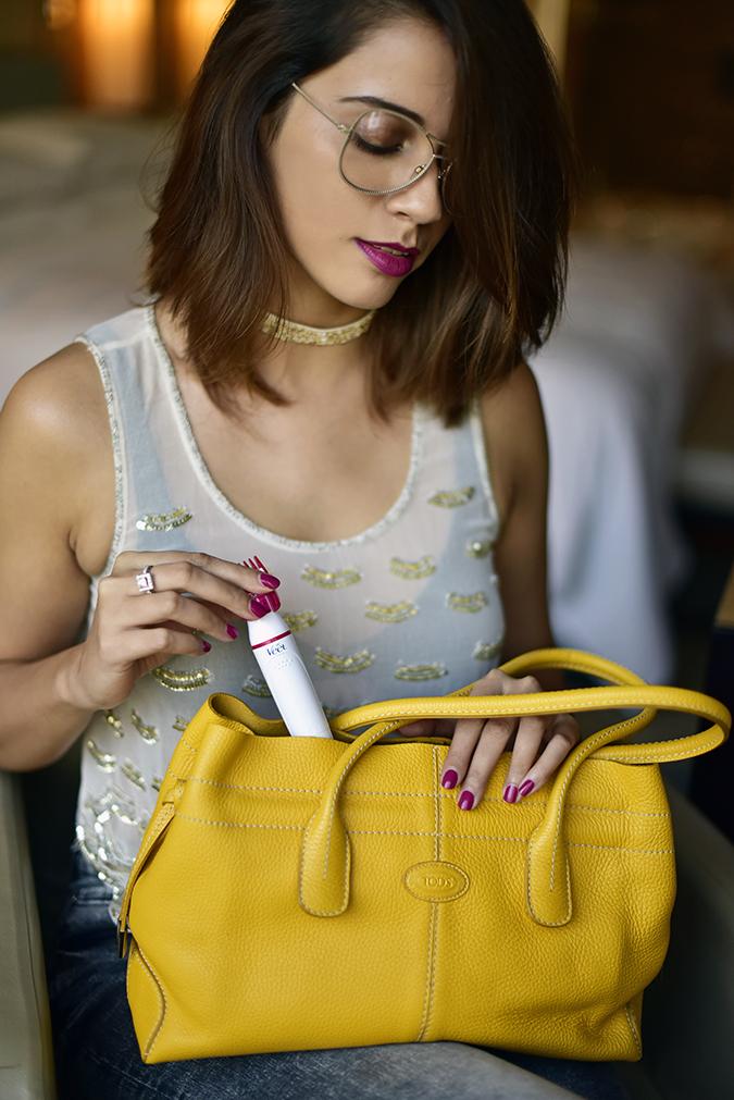 Veet Sensitive Touch Beauty Trimmer | Akanksha Redhu | taking out of bag