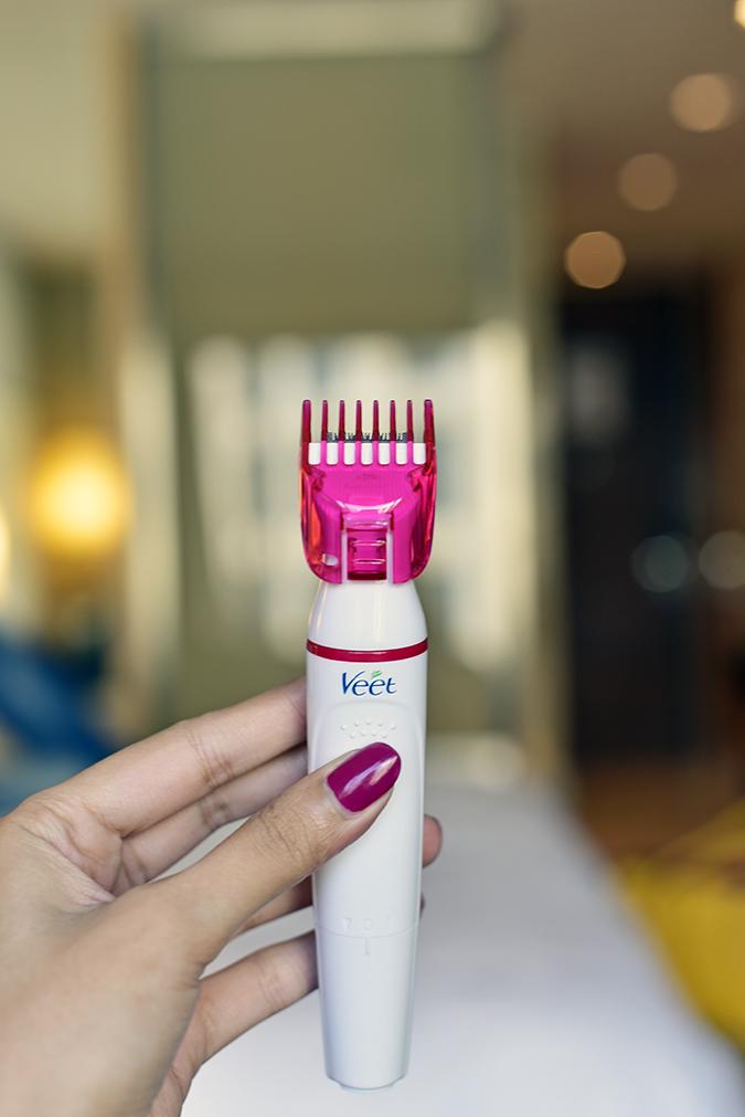 Veet Sensitive Touch Beauty Trimmer | Akanksha Redhu | holding with big comb closeup
