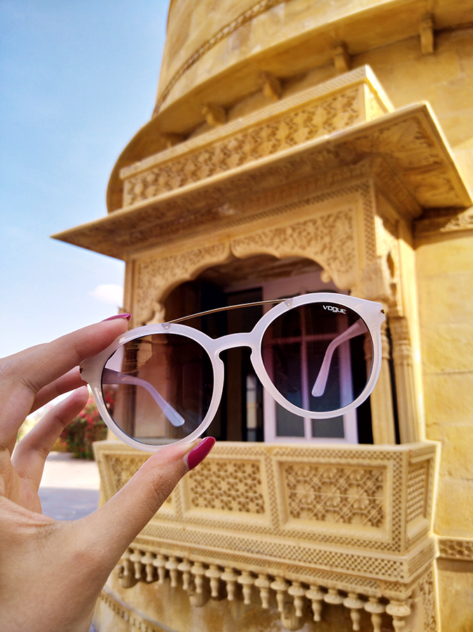 #ShowYourVogue | Akanksha Redhu | rajasthan balcony in back