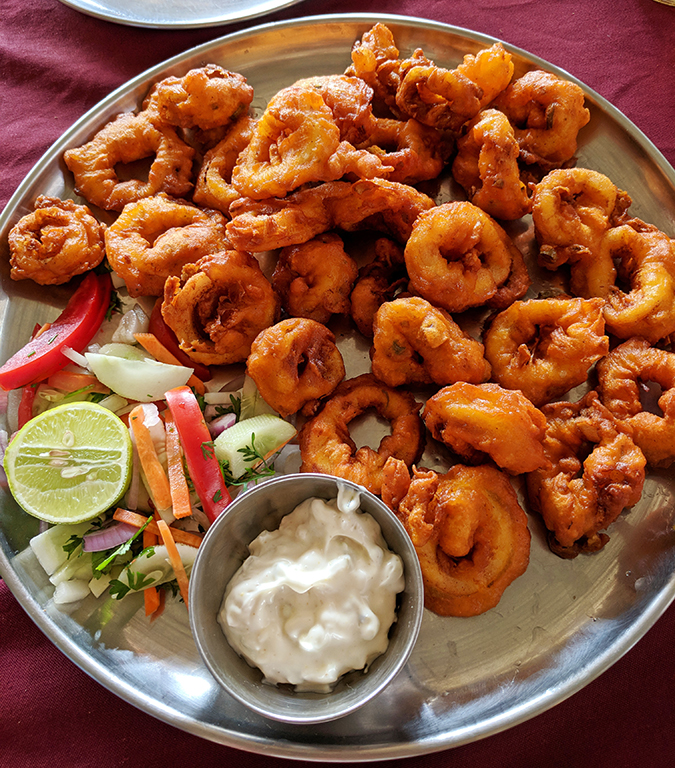 Places to Eat | Goa | Akanksha Redhu | vinayak calamari pakoda