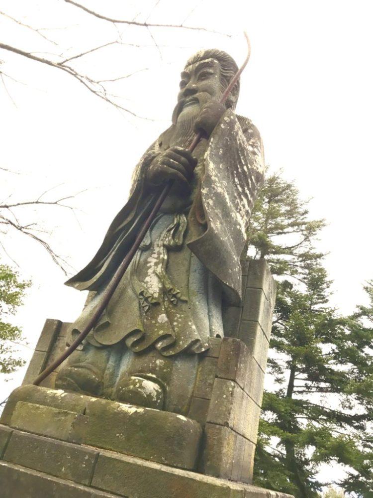 継体天皇像。