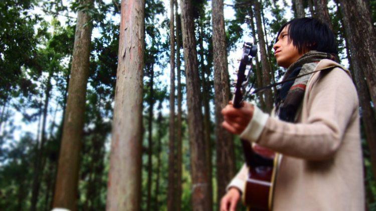森に歌を聴かせる。
