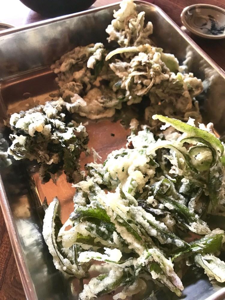 野草の天ぷら。