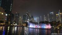Air mancur rasa Monas di Kuala Lumpur City Centre, Malaysia (Masaul/detikTravel)