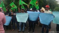 Suasana massa demo di Kedubes AS di Jakarta