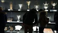 Deretan trofi sebagian koleksi Real Madrid.