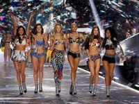 Kelsey Merritt mencetak sejarah di Fashion Show Victoria's Secret 2018.