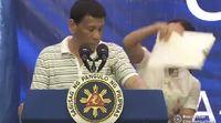 Momen saat Duterte diganggu kecoak