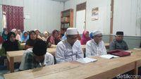 Kegiatan para santri di Pesantren lansia di Dusun Gedong, Banyubiru, Kabupaten Semarang.