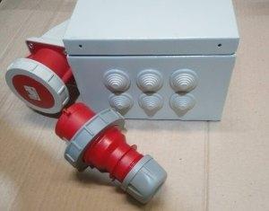 Jelektroshhit s nakladnoj rozetkoj IP54