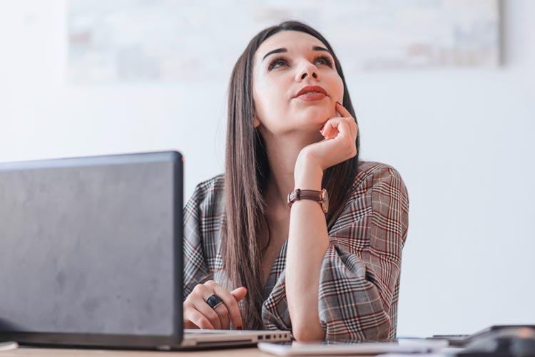 femme freelance entrepreneur dropshipping ecommerce