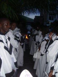 Chorale St Dominique avant la veillée pascale (www.akeza.net)