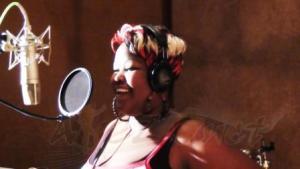 Olga Lorie au Tanganyika Studio lors de l4enregistre;ent de Tabia Njema-www.akeza.net-