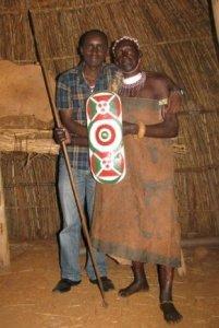 Augustin NDIKURIYO avec Anthime Baranshakaje; légende vivante du tambour sacré (www.akeza.net)