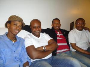 De gauche à droite : Boris Evrard , Kidum , DJ Chento et Africa Nova (www.akeza.net)