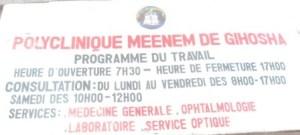 Pancarte indiquant la polyclinique Meneem (www.akeza.net)