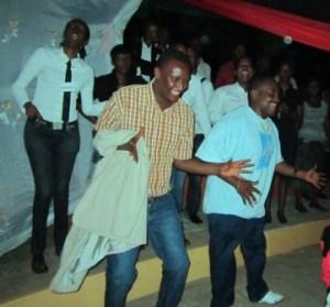 Et les fans dansaient ...(www.akeza.net )