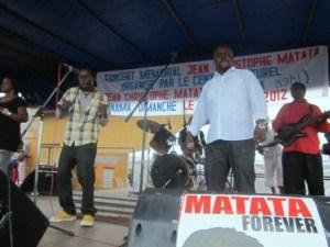 kidum sur scène au concert en mémoire de JC Matata à Kinama (www.akeza.net)