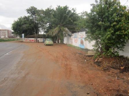 Dehors, à l'entréeb , personne ! (www.akeza.net)
