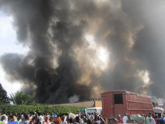 Le marché central de Bujumbura  a brulé : Vu depuis BCB Siège (www.akeza.net)