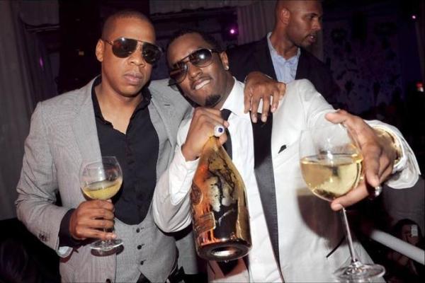 Diddy pose avec son pote JAY Z , second sur la liste des rappeurs les plus riches (www.akeza.net)